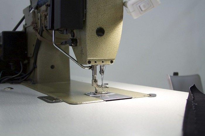 Cómo comprar una máquina de coser industrial