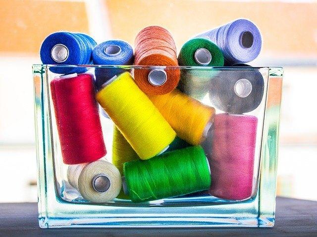 Cómo elegir el hilo adecuado para coser a máquina