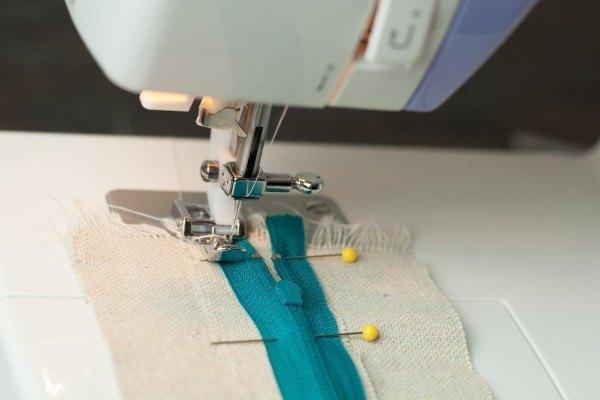 Coser una cremallera con la máquina de coser